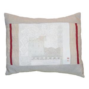 Cuscino puro Lino con fasce di Canapa a righe rosse. Design Italiano.