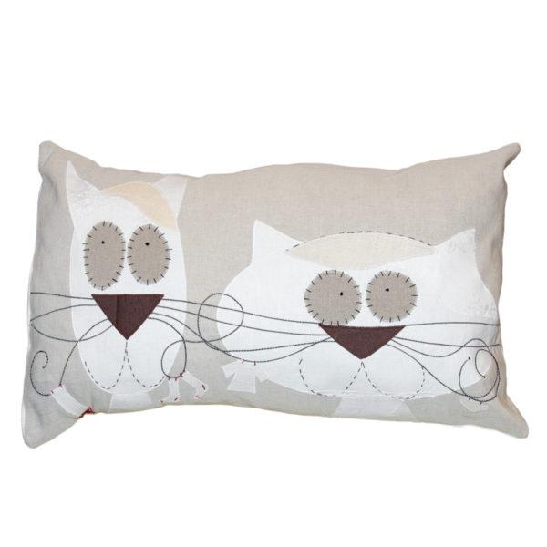 Cuscino realizzato su base di Tela Medioevale. Design Italiano.