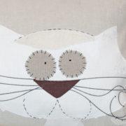Cuscino realizzato su base di Tela Medioevale. Dettaglio.